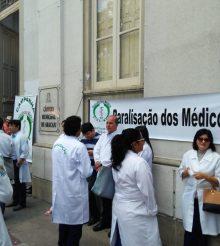 Médicos fazem ato na Câmara de Vereadores por reajuste salarial